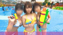 プールで3人組をナンパ!仲良く遊んでホテルに連れ込むといつの間にかセクキャバ状態に!?